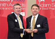 treasurytoday Adam Smith Awards 2009: Richard Parkinson presenting John Tus of Honeywell with the award for Treasury Today's Top Treasury Team – an Award for overall excellence