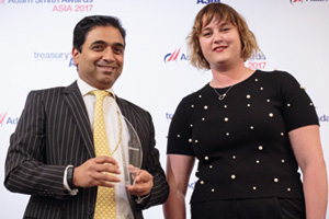 Best Foreign Exchange Solution, Overall Winner – Dino Albuquerque, Bank of America Merrill Lynch, collects the award on behalf of BorgWarner Morse Systems India Private Limited, with Sophie Jackson.