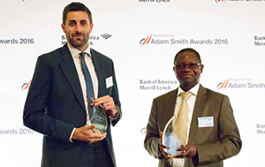 Best in Class Treasury Solution in Africa, Winner – Photo of Steve Elms, Citi and James Ajose, Total Nigeria.