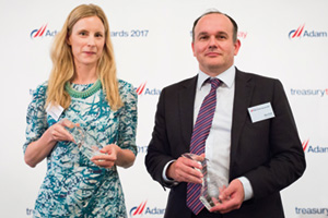 Best Short-Term Investing Solution, Winner – Photo of Camilla McKane, J.P. Morgan Asset Management and Alex Fiott, AstraZeneca.
